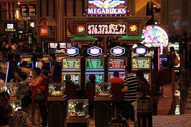 Dominoqq online: – benefits of choosing online casino games!
