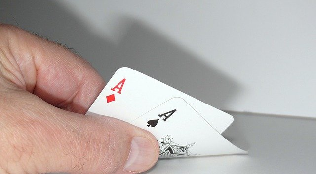 How many types of games are available on online casino sites?
